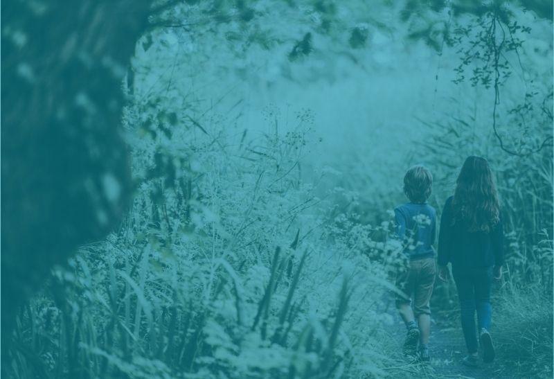 Hänsel und Gretel im Wald